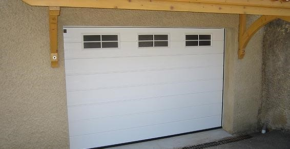 Pose de porte de garage motoris e dr me ard che for Porte de garage enroulable isolante