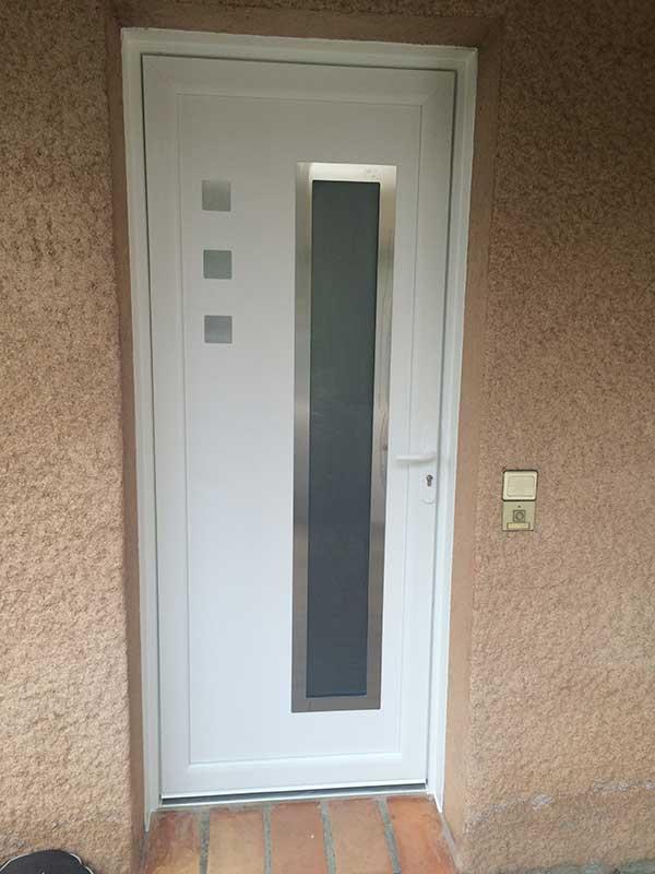Pose porte d'entrée aluminium