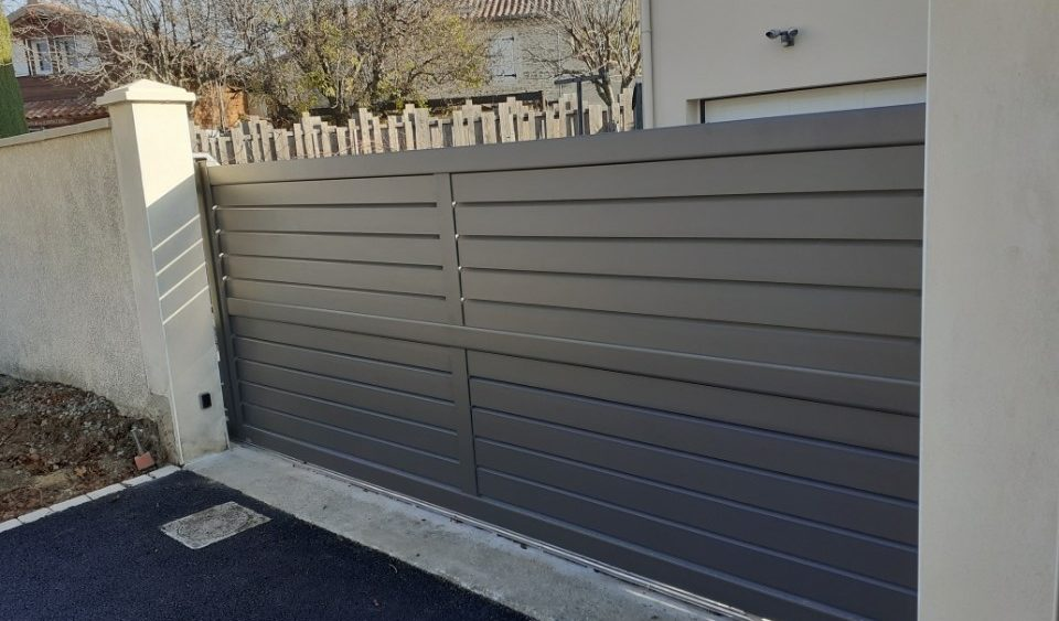 Pose portail coulissant aluminium motorisé